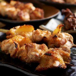 焼き鳥をはじめ人気の鶏料理が食べ放題で楽しめる中山の居酒屋「とりいちず」